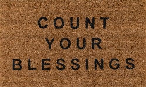 Natural (ALO-5) Aloha Count Your Blessings Novelty / Seasonal Area Rugs