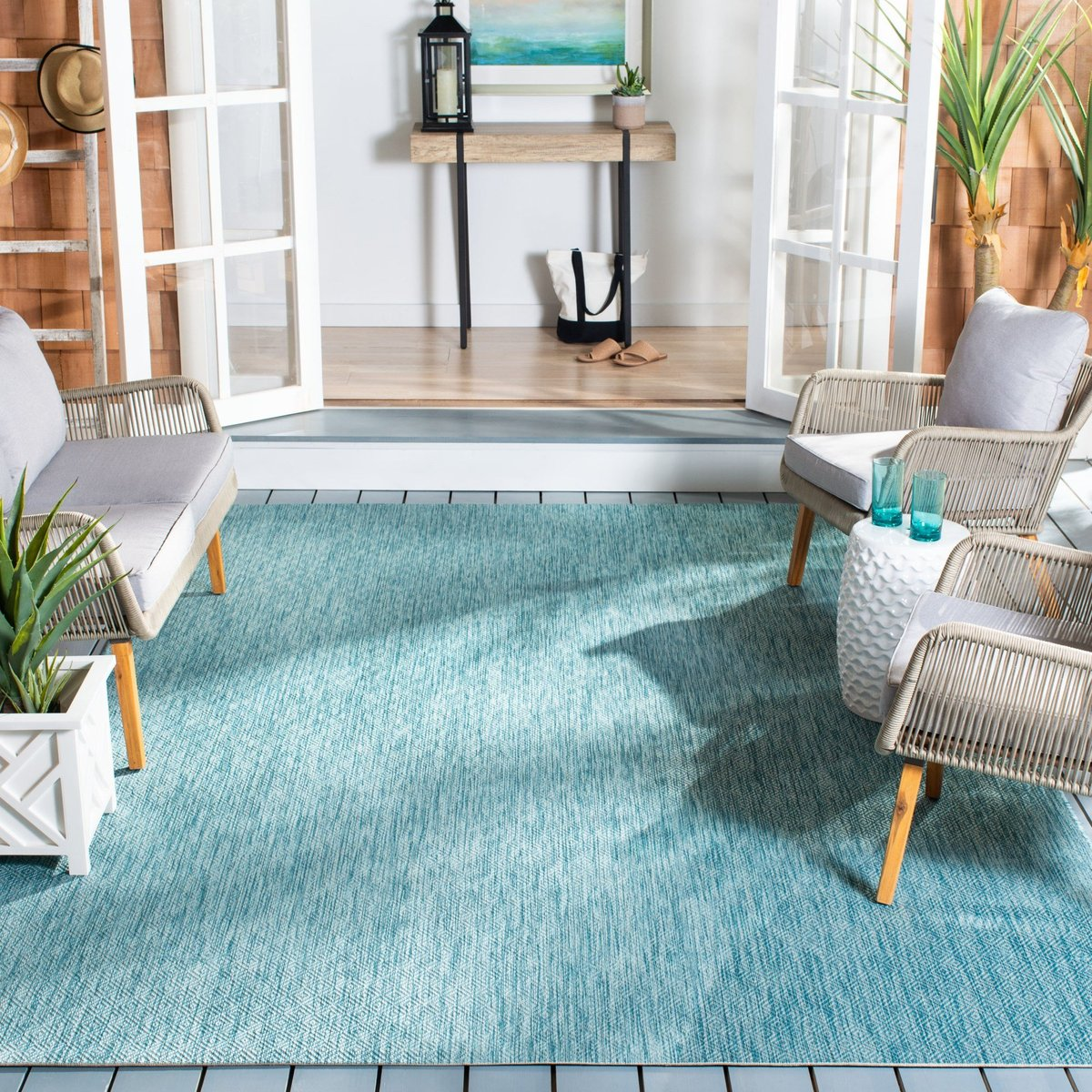 Soothing Blues Outdoor Decor Ideas