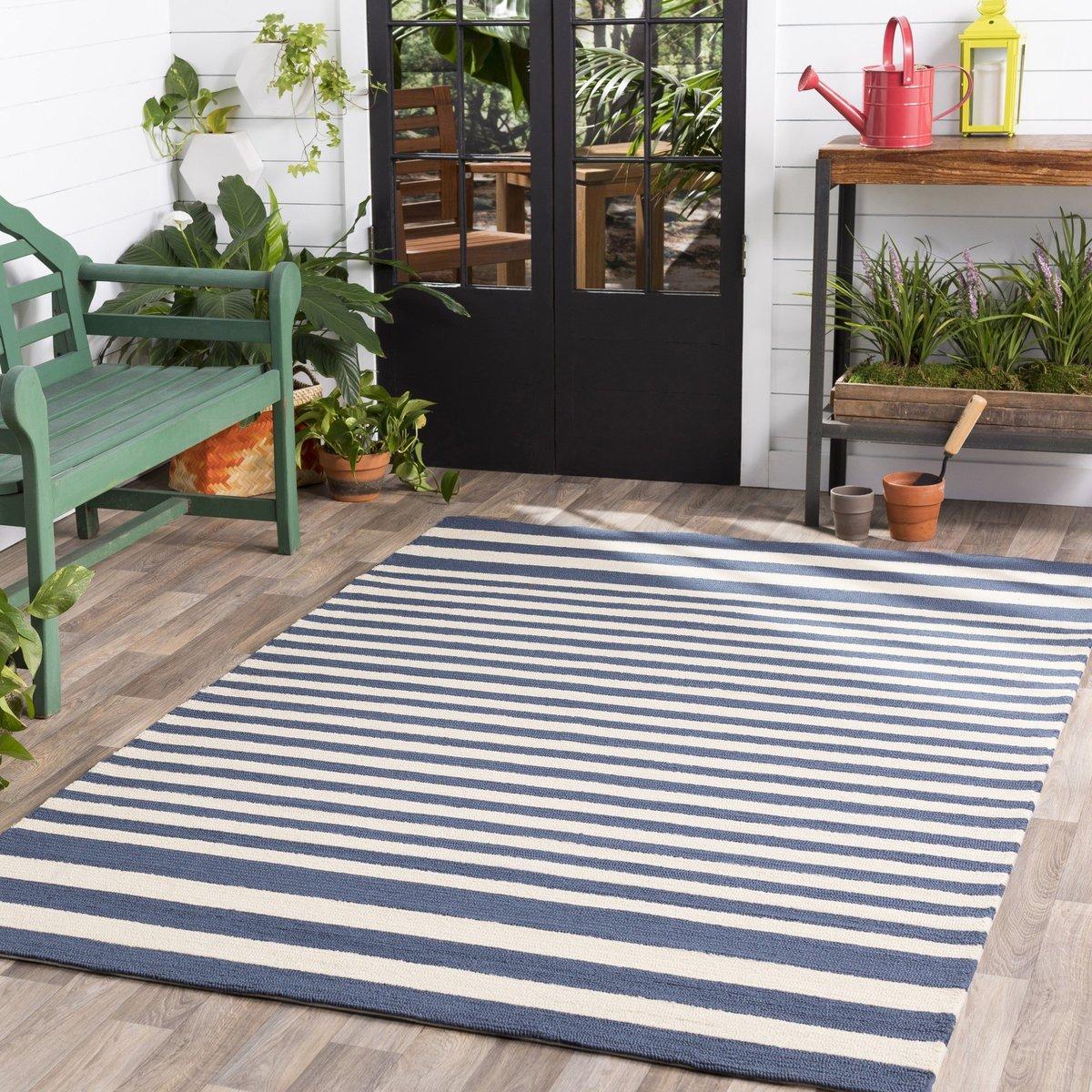 Stunning Stripes Outdoor Decor Ideas