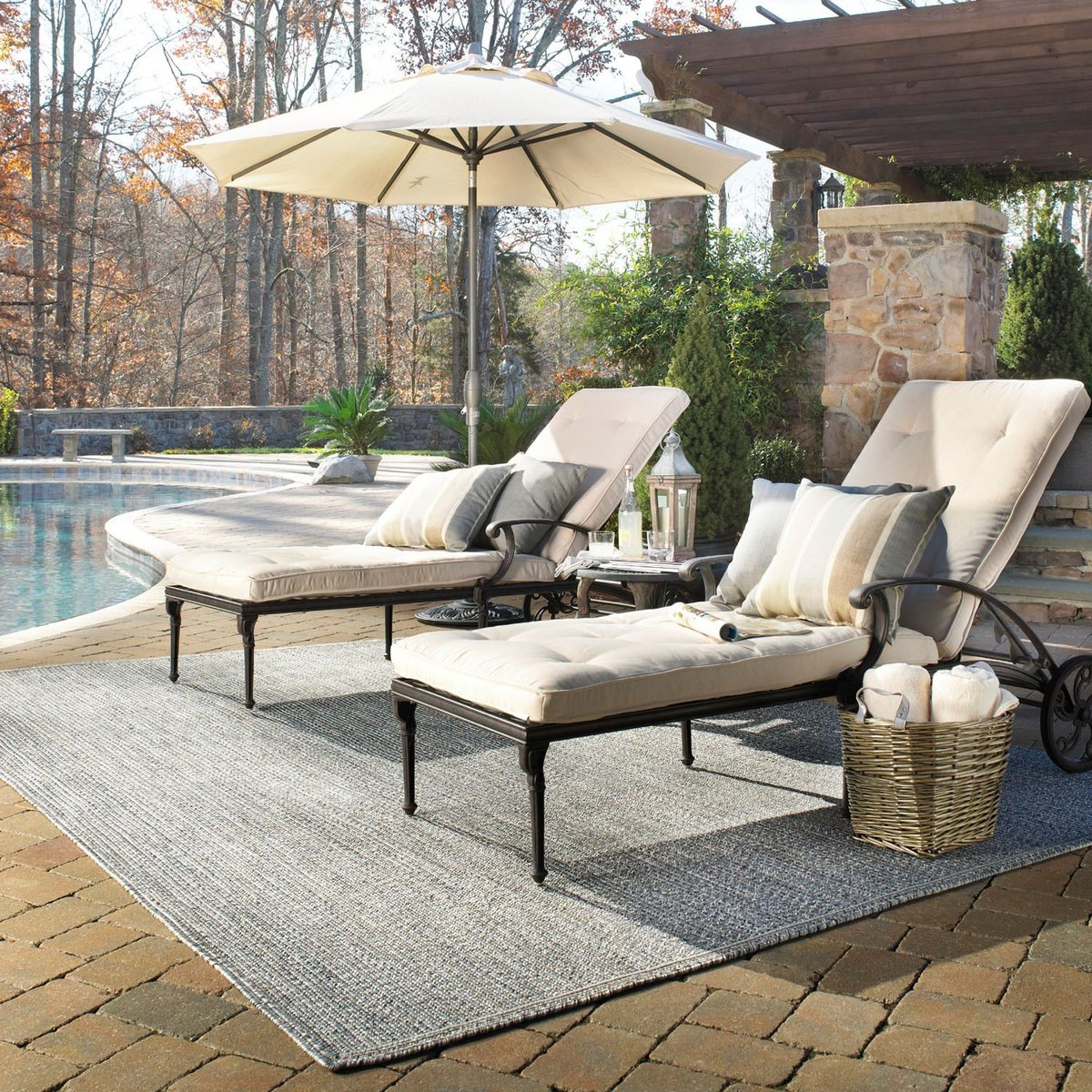 Poolside Bliss Outdoor Rug Ideas