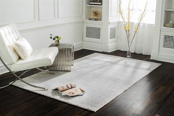 Light and Modern Living Room Decor Ideas