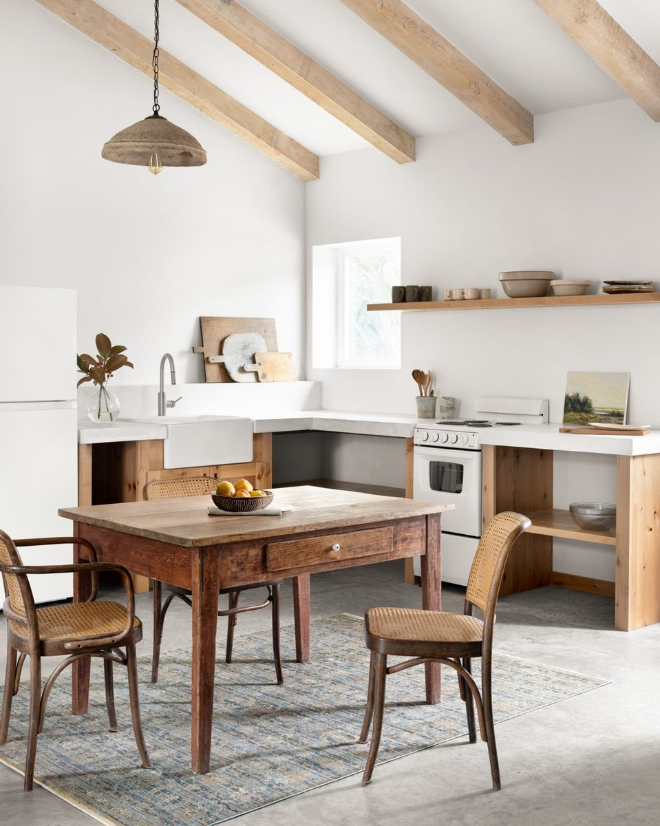 Rustic Farmhouse Dining Room Rug Ideas