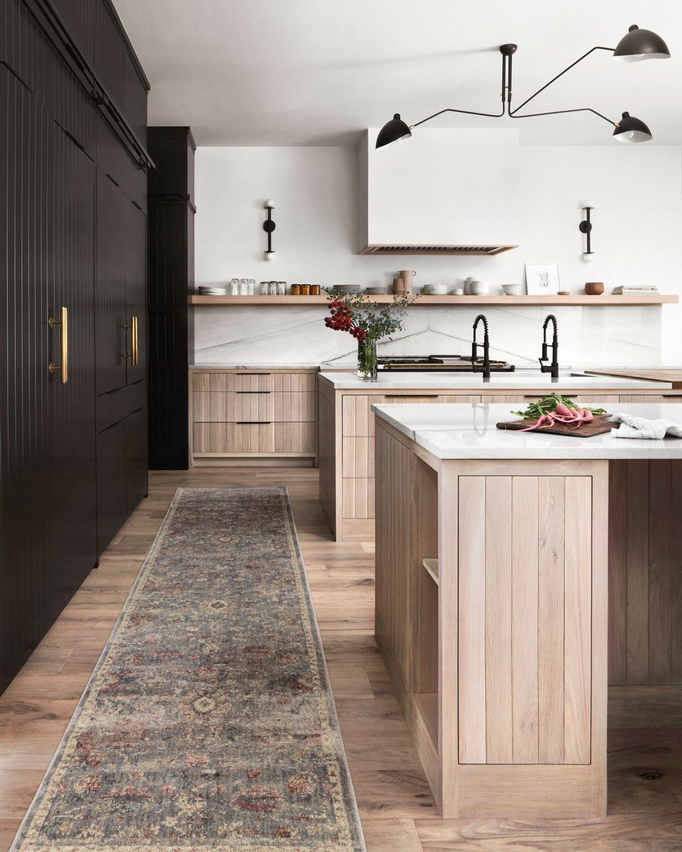Extra-Long and Extra-Large Kitchen Decor Ideas