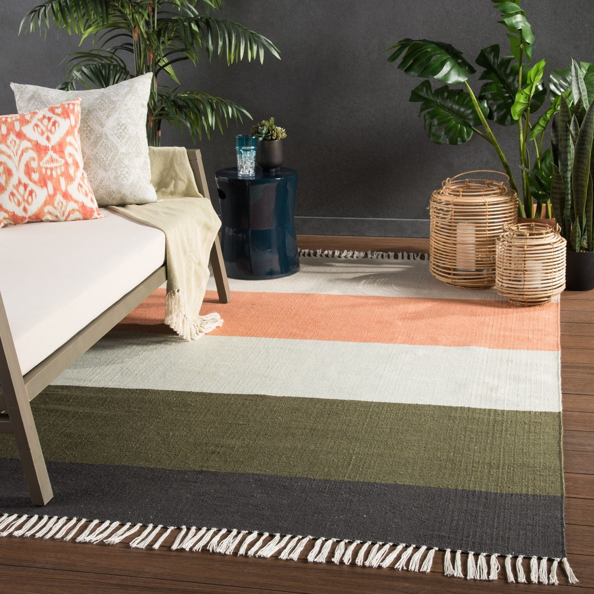 Soothing Stripes Outdoor Rug Ideas