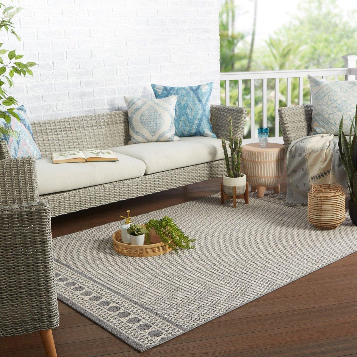 Gentle Oasis Outdoor Decor Ideas