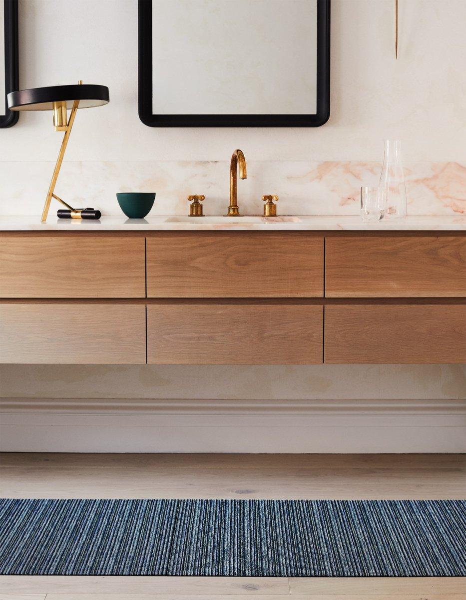 Create a clutterless bathroom