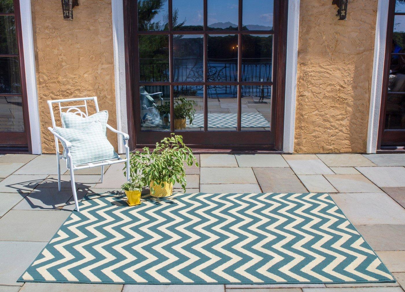 Visual Intrigue Outdoor Rug Ideas