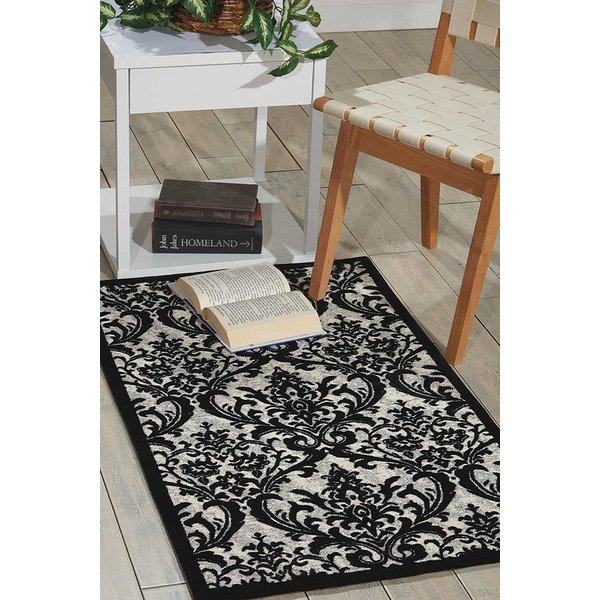 Black, White Traditional / Oriental Area Rug