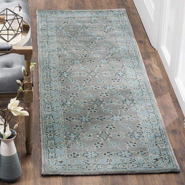 Silver, Light Blue (A) Traditional / Oriental Area Rug