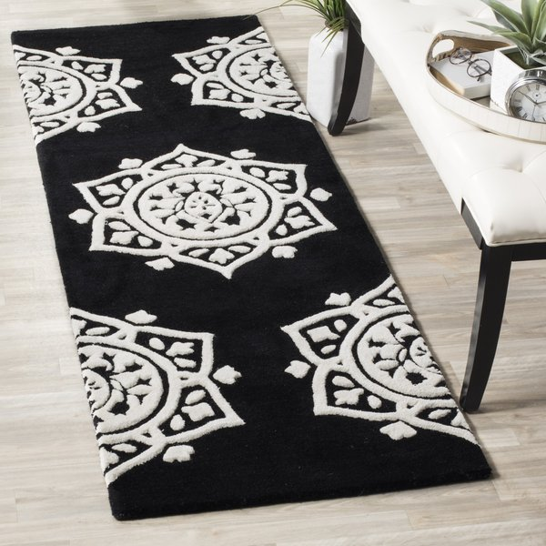 Black, Ivory (D) Contemporary / Modern Area Rug