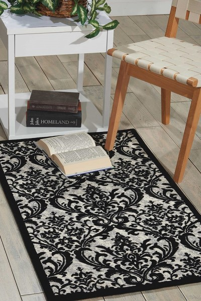 Black, White Traditional / Oriental Area Rug
