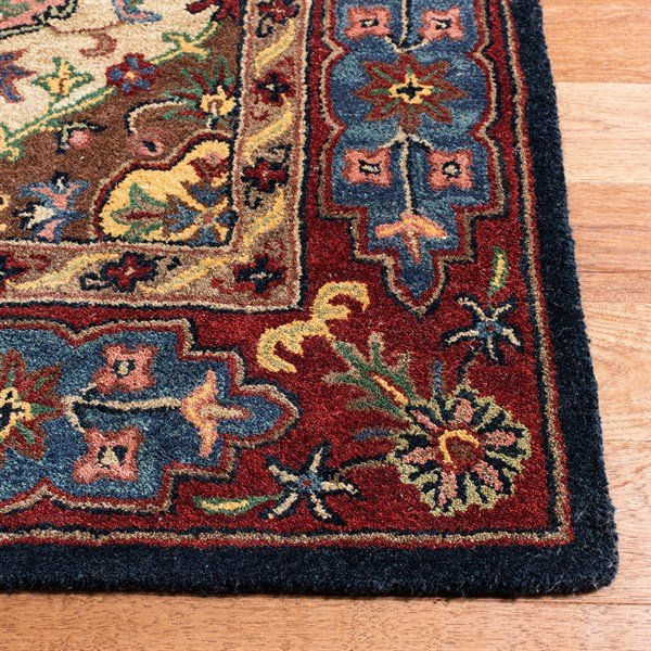 Red (A) Traditional / Oriental Area Rug