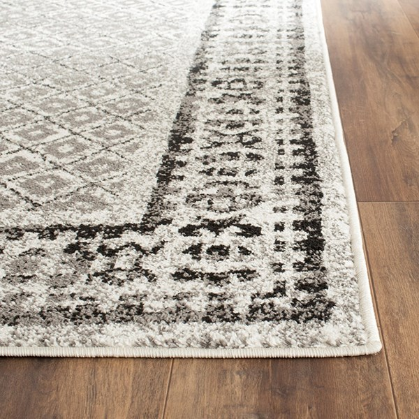 Ivory, Silver (B) Traditional / Oriental Area Rug