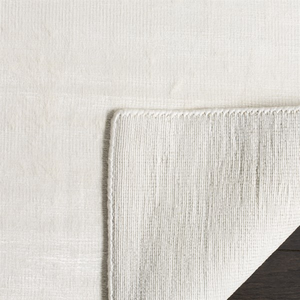 White (W) Casual Area Rug