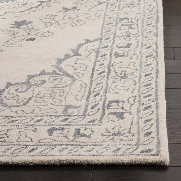 Light Grey (A) Traditional / Oriental Area Rug