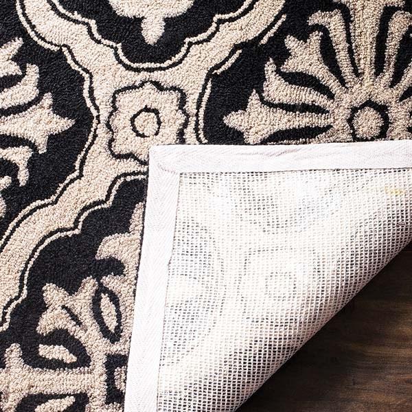 Black (C) Traditional / Oriental Area Rug