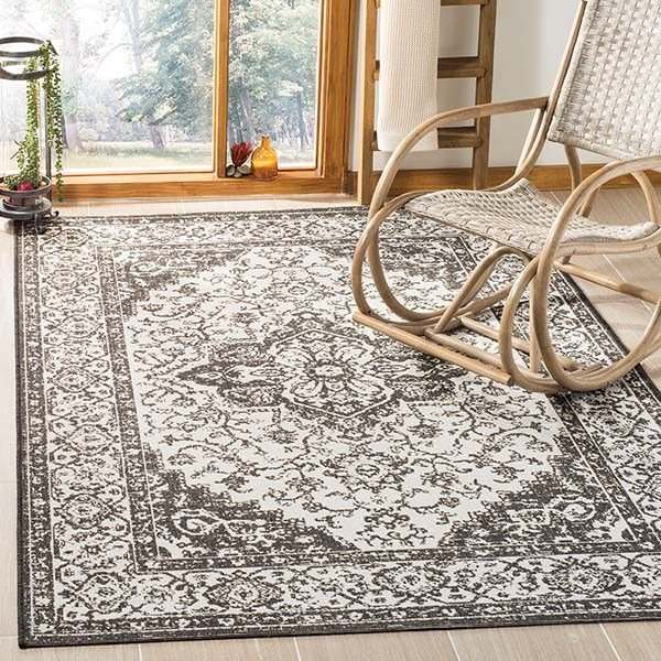 Light Grey, Charcoal (A) Traditional / Oriental Area Rug