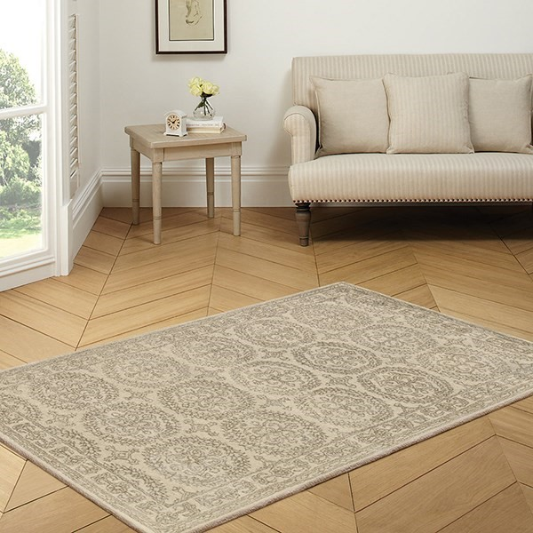 White Ivory Traditional / Oriental Area Rug